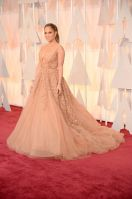 Jennifer Lopez Tampil Ala Princess di Red Carpet Oscar 2015